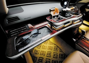 D.A.D Garson VIP Front Table - Toyota Crown 200 Series